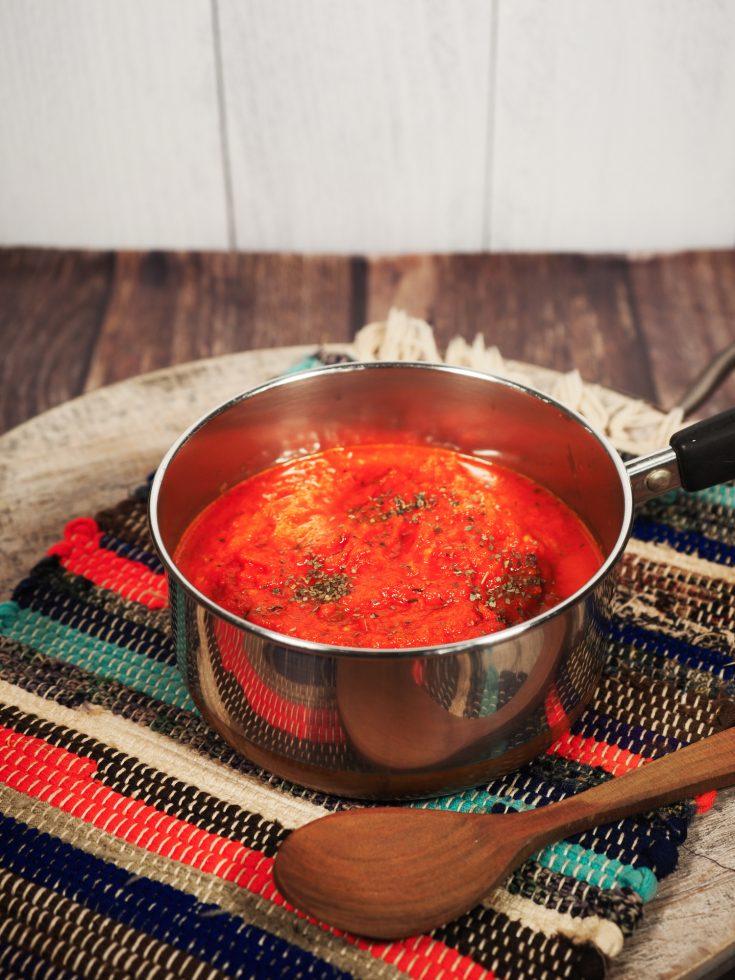 Easy vegan tomato sauce recipe for pasta