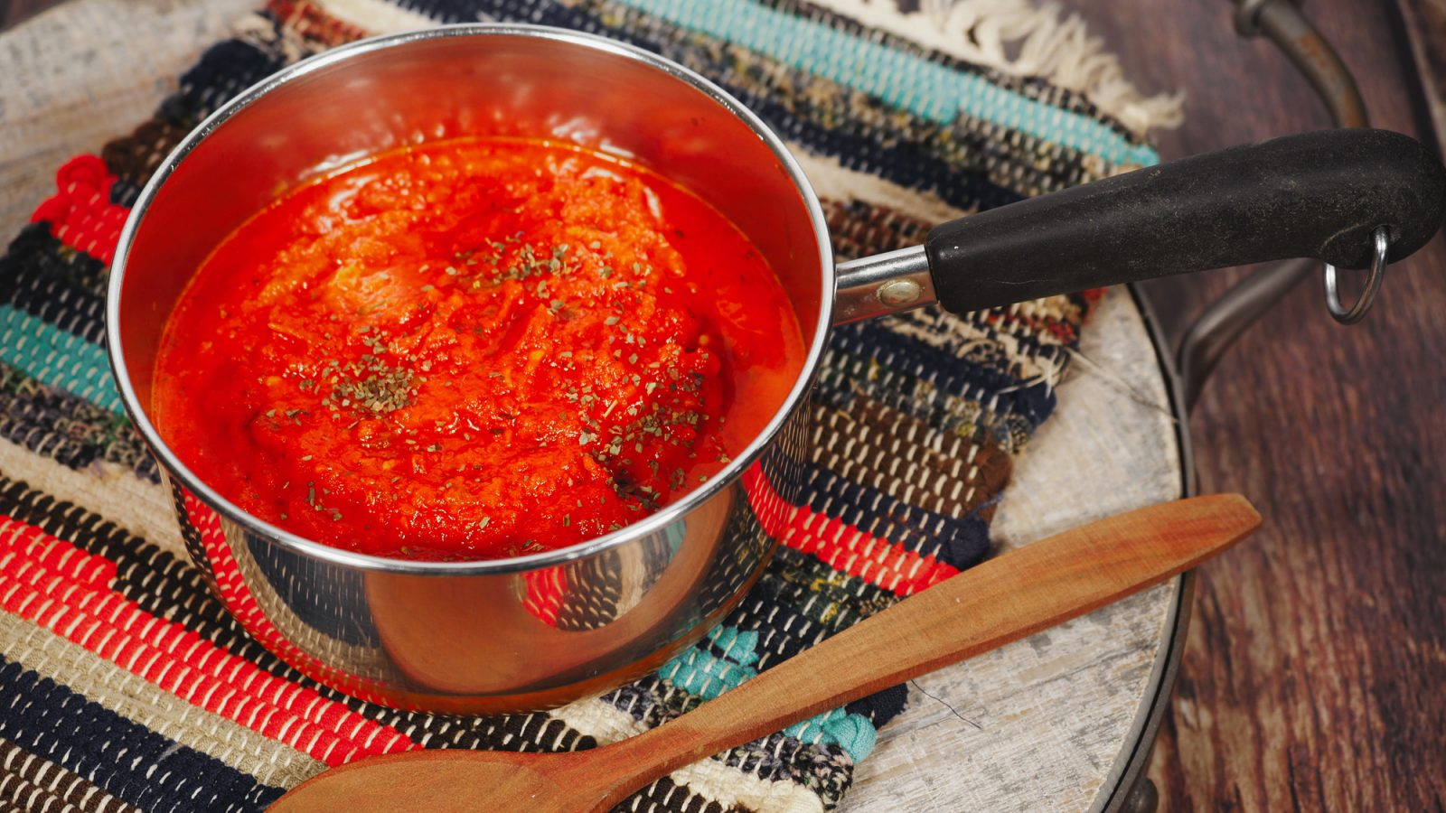 vegan tomato sauce in sauce pan