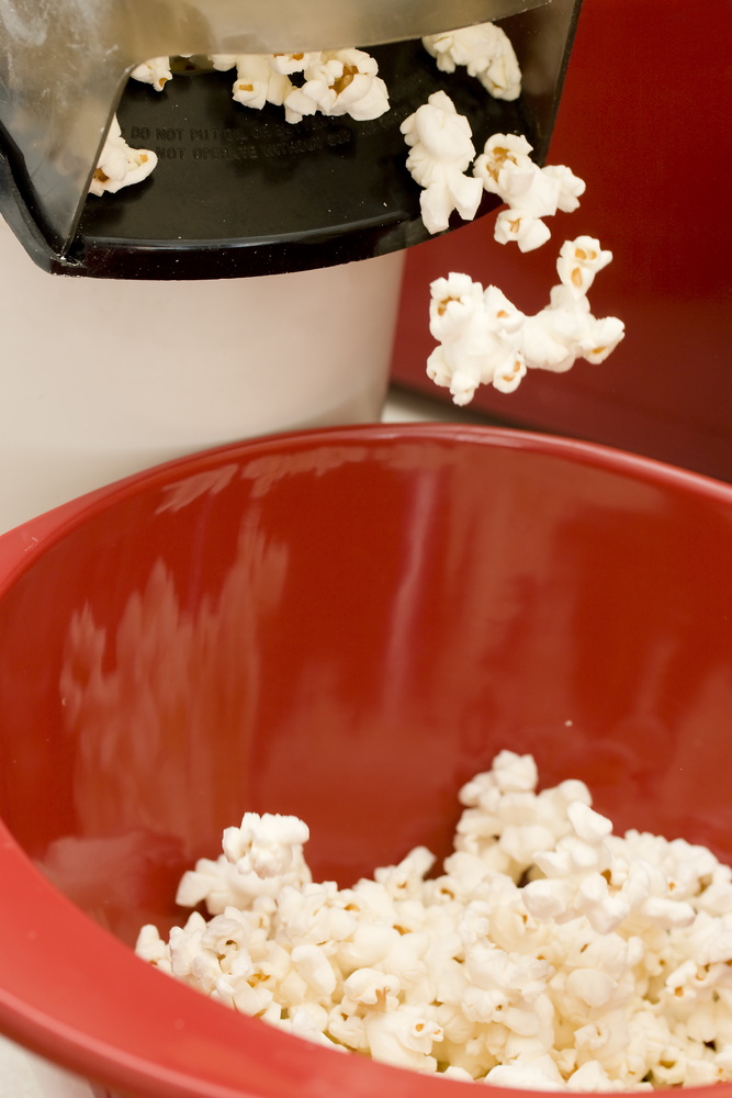 air popcorn maker popping out popcorn kernals