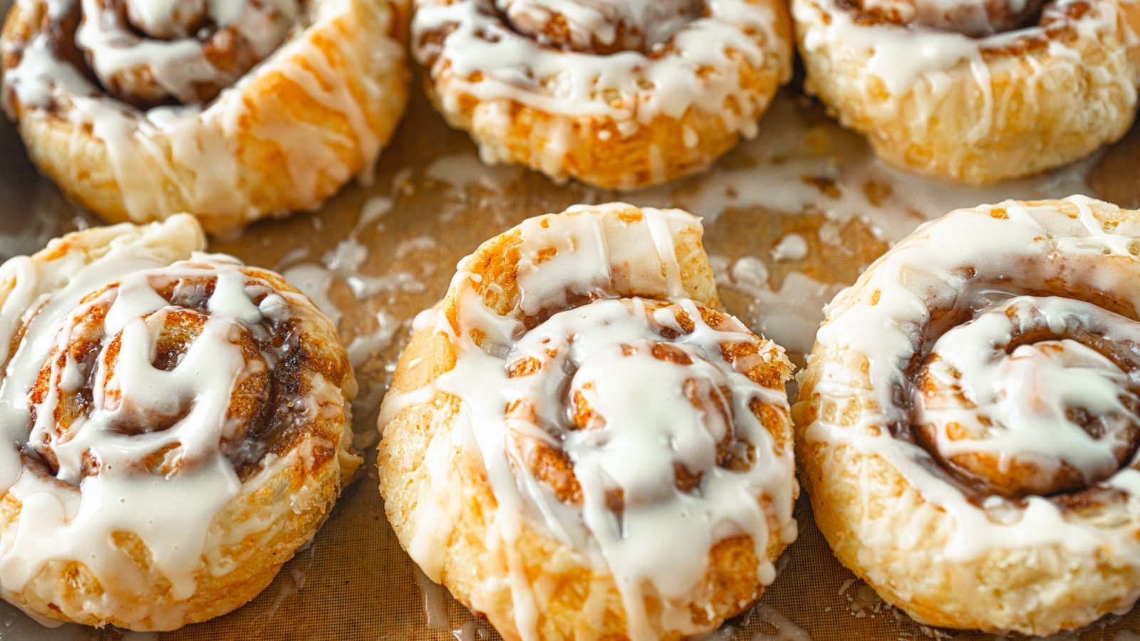 vegan cinnamon rolls made from puff pastry on a baking sheet