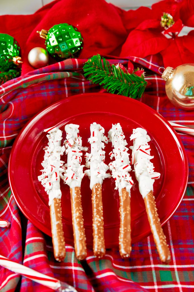 christmas pretzels dipped in white chocolate