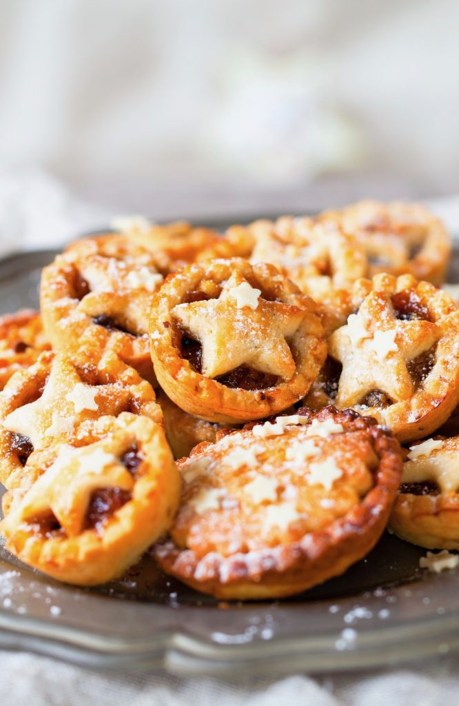 browned vegan mince pies