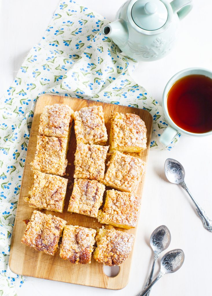 vegan coffee cake from above with serving spoons